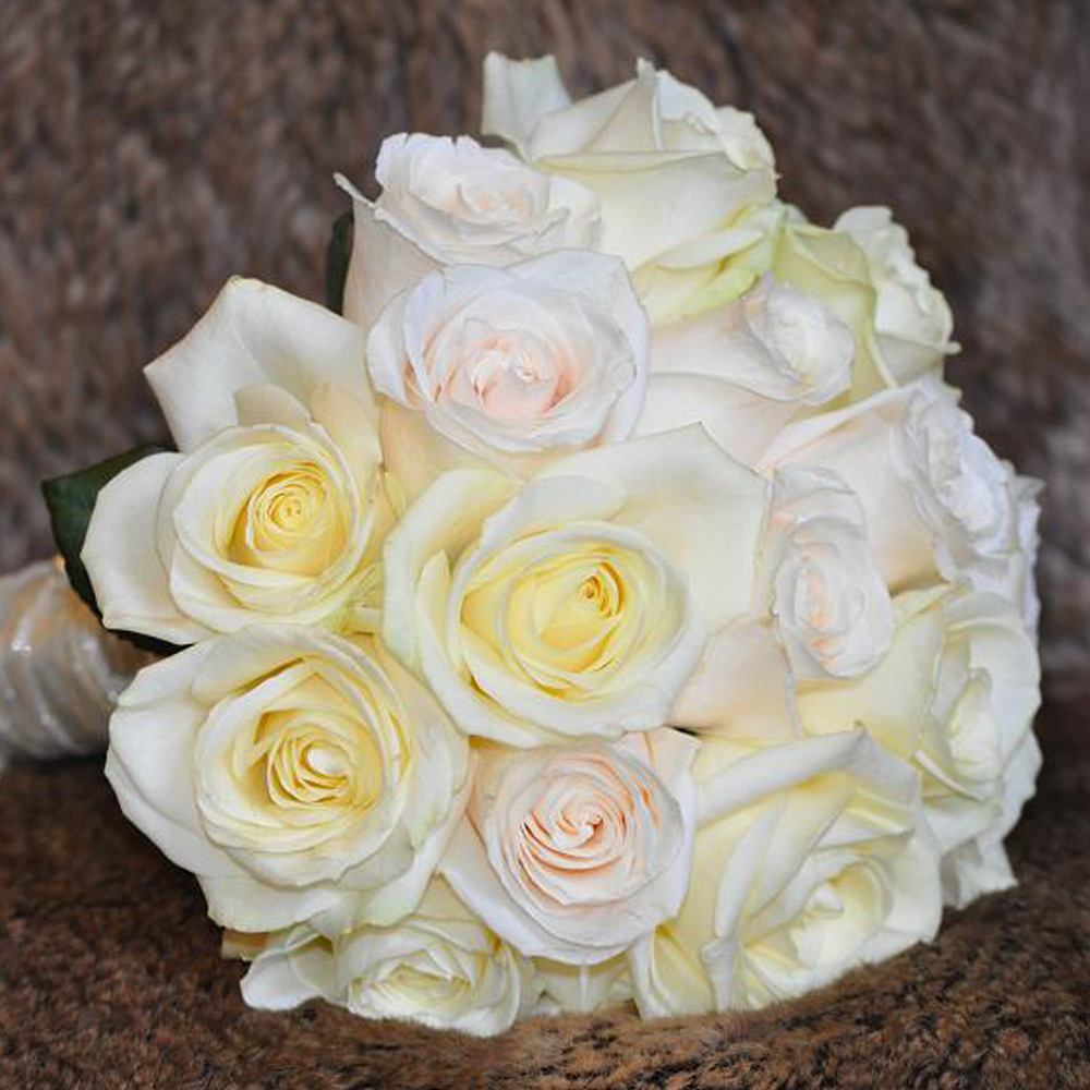 Bouquet rosas blanca y crema