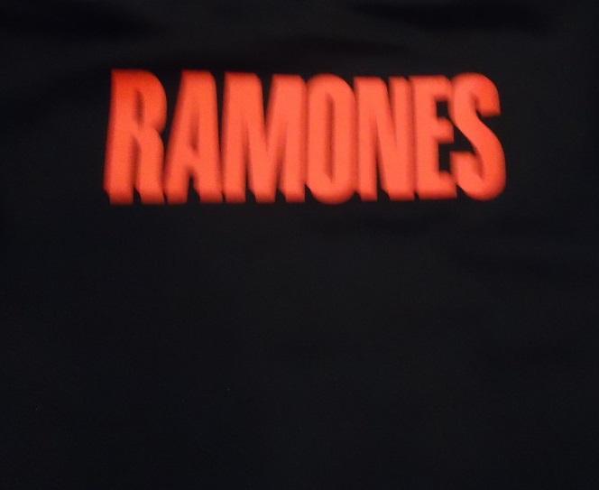 SUDADERA CON CAPUCHA RAMONES