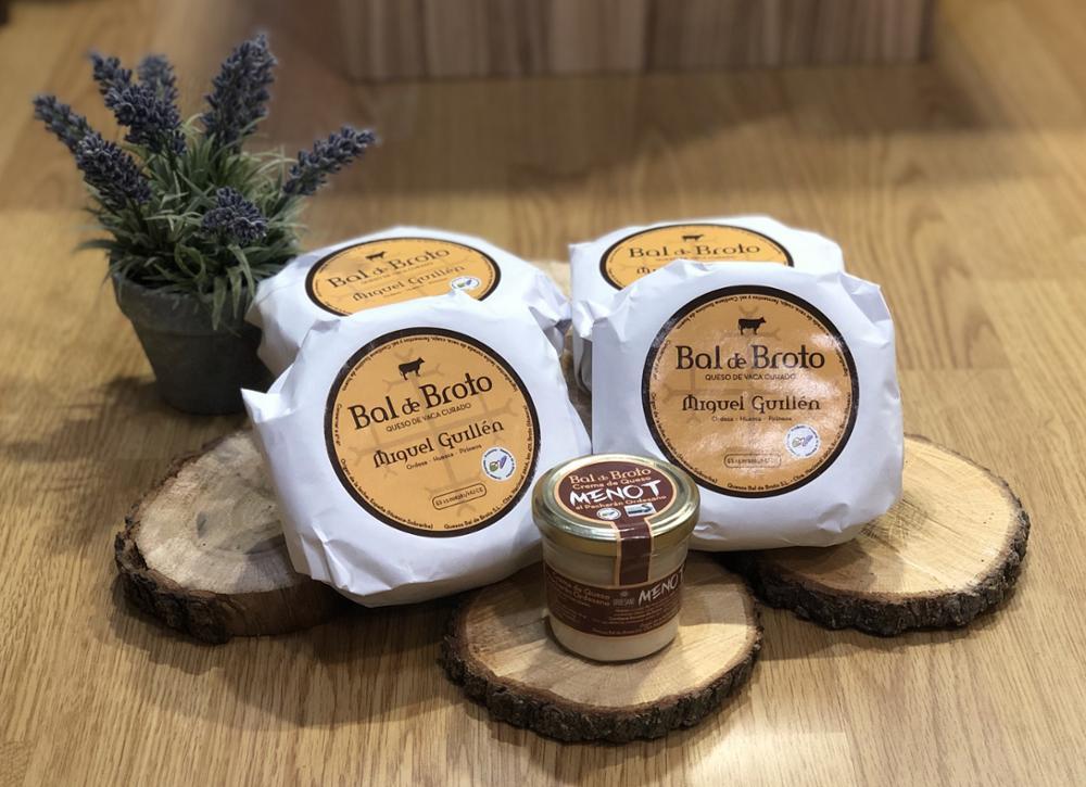 Lote de 4 unidades de queso Miguel Guillén. Corteza natural. Pequeño + Crema de Queso al Pacharán Menot