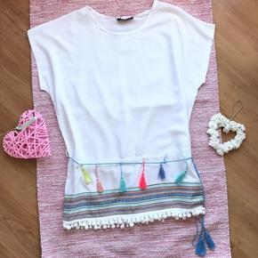 Vestido blanco borlas y bordado
